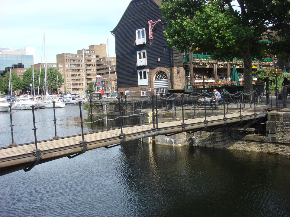 St_Katharine_Docks_011
