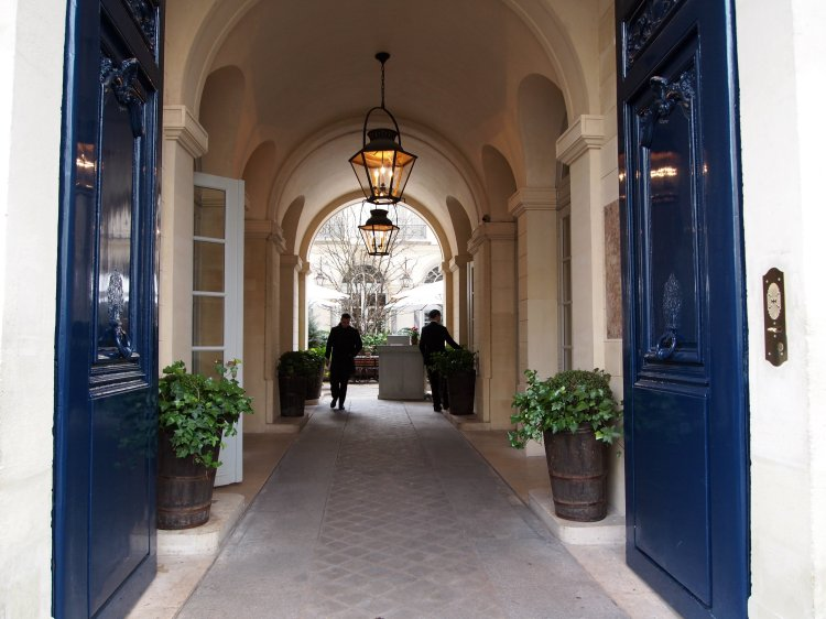 ralphs-entry-paris-ralph-lauren-restaurant