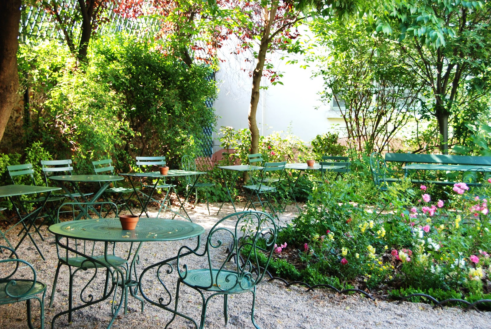 16 must know tearooms paris the trendy guide for Au jardin paris